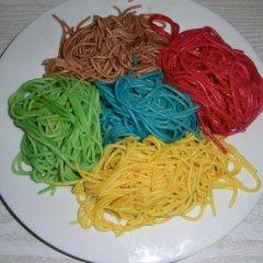 Bunte Spagetti herstellen
