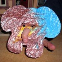 Elefant mit Fingerrüssel